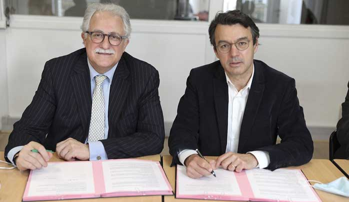 Une convention de partenariat a été signée, mercredi 19 mai, entre le président de la Ligue internationale contre le racisme et l'antisémitisme (Licra), Mario Stasi (à droite), et le recteur de la Grande Mosquée de Paris, Chems-Eddine Hafiz.