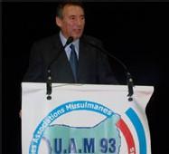 François Bayrou : 'Je suis quelqu'un qui respecte l'islam, les croyants et qui partage quelque chose avec eux'.