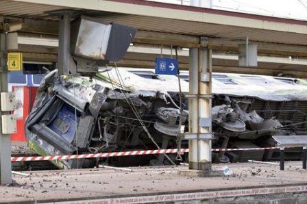 Un train déraille en région parisienne, plusieurs morts