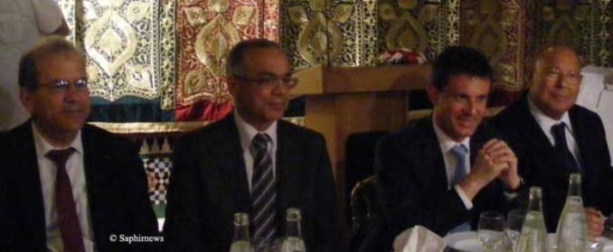 Le président du CFCM Dalil Boubakeur (à dr.) aux côtés de Manuel Valls à l'iftar à la Grande Mosquée de Paris. Tout à gauche, Mohammed Moussaoui, président d'honneur du CFCM.