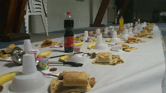 Chaque année, ceux qui le souhaitent peuvent prendre leur repas de rupture de jeûne (iftar) dans les mosquées, qu'il s'agisse de lieux de culte devenus trop petits en attente de l'ouverture de leur Grande Mosquée, comme ici à Mulhouse, ou des nouveaux lieux de culte flambant neufs inaugurés cette année 2013.