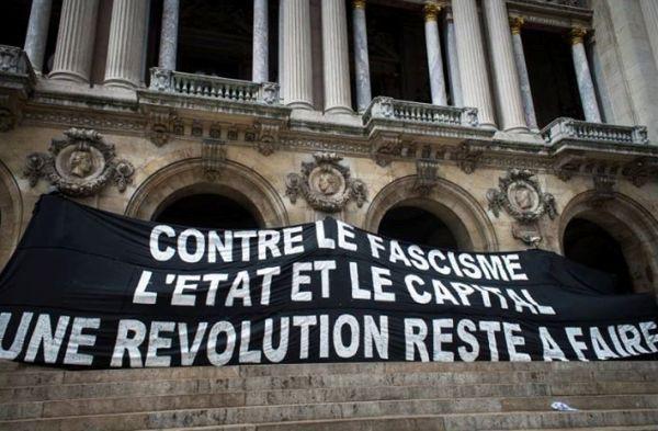Contre l'islamophobie, un iftar antifasciste est organisé, samedi 27 juillet, sur le Parvis de Montparnasse à Paris.