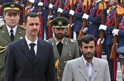 Bachar al-Assad avec l'ancien président iranien, Mahmoud Ahmadinejad.