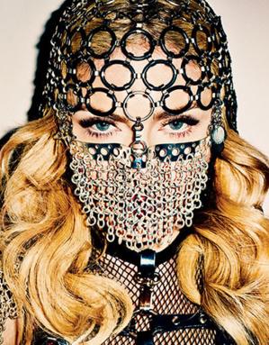 Madonna, niqab en chaîne au visage