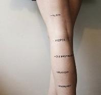 """Jugements"" de l'artiste Rosea Lake."