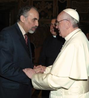 Mustapha Chérif avec le pape François. (photo : D.R.)