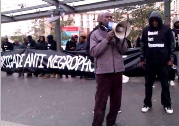 Un rassemblement s'est déroulé le 2 novembre à Garges-Les-Gonesse (Val d'Oise) en soutien à la famille Saounera et leurs voisins, qui ont accusé la police de violences lors d'une interpellation le 17 octobre. © Michel Ferneiny