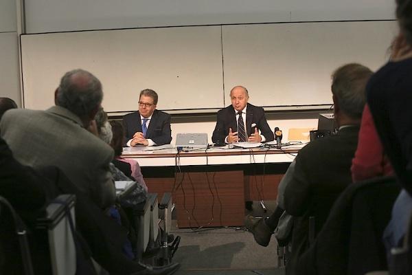 Le ministère français des Affaires étrangères, Laurent Fabius, au colloque « Religions et politique étrangère » de Sciences-Po Paris en novembre 2013. © F.de La Mure/Mae