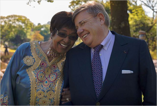Jean-Yves Ollivier, protagoniste du documentaire « Plot for Peace », avec Winnie Mandela, membre de l'ANC (Congrès national africain) et icône de la lutte anti-apartheid. (Photo : © Rezo Films)