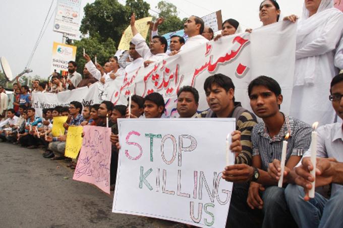 Le 23 septembre 2013 à Lahore, Pakistan. Après le double attentat de l'église catholique All Saints Church, des manifestations de protestations éclatent dans tout le pays. Le gouvernement est accusé de ne pas protéger la minorité chrétienne. © Portes Ouvertes