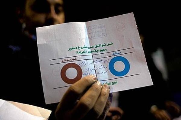 Egypte : la Constitution soumise au vote, sa légitimité contestée