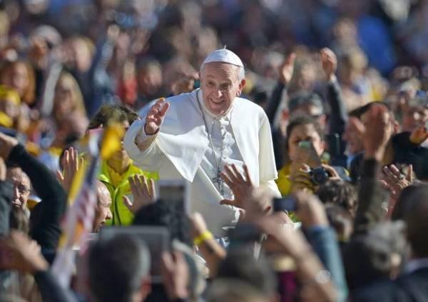 François : un Pape 2.0, nouvelle star du Web