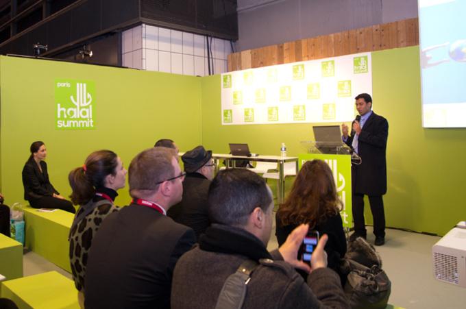 Une conférence lors du Paris Halal Summit. © Charlotte Boisseau