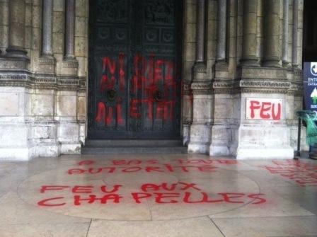 Le Sacré-Cœur de Montmartre profané, une pluie de réactions