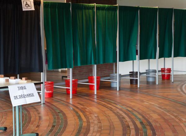 Municipales 2014 : l'abstention en force dans une France remuée par l'extrême droite