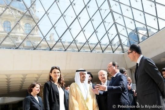 Hollande inaugure l'expo du Louvre Abu Dhabi