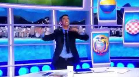 Smaïl Bouabdellah danse après la victoire de l'Algérie le 22 juin.