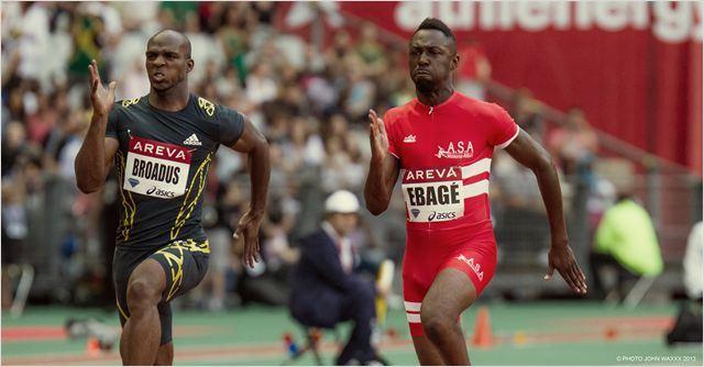 « Fastlife », de Thomas Ngijol, n'est pas tant un film sur un sportif dévalant la pente descendante de sa carrière : il est davantage une étude de personnage mégalo qui en devient pour cela pathétique... et donc risible. (Photo : © John Waxxx/D8 Films)