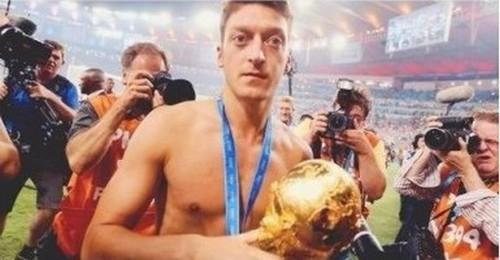 Mesut Ozil, vainqueur de la Coupe du monde 2014 avec l'Allemagne.