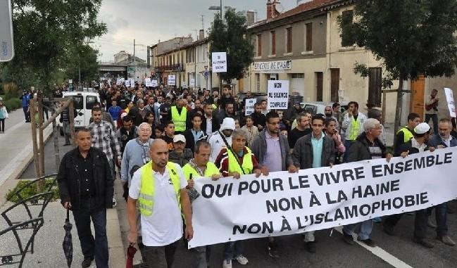 La marche blanche contre l'islamophobie après une agression raciste à Bourg-lès-Valence.