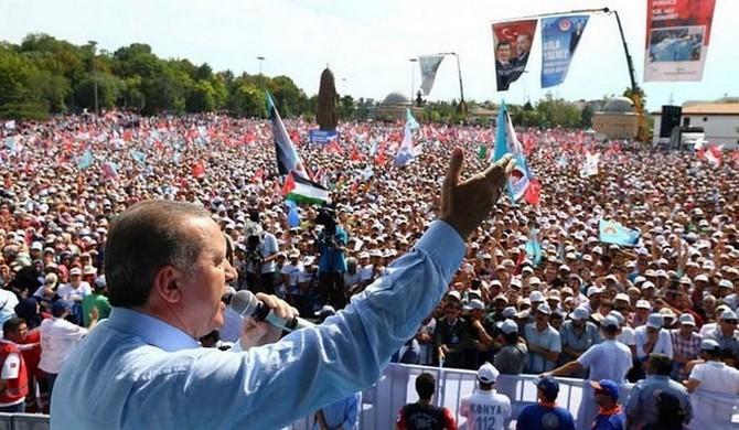 Recep Tayyip Erdogan en meeting à Konya samedi 9 août, la veille de l'élection.