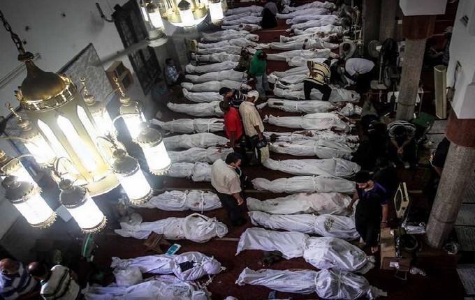 Au moins 817 manifestants tués ont été recensés par Human Rights Watch lors de la répression contre la place Rabia le 14 août, au Caire.