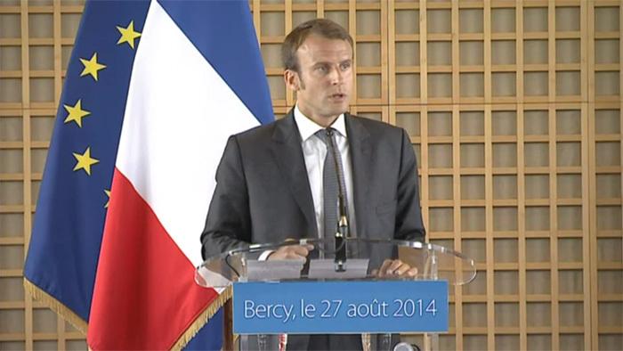 Premier discours du nouveau ministre de l'Economie Emmanuel Macron, à Bercy, le 27 août 2014, lors de la passation de pouvoir avec Arnaud Montebourg.