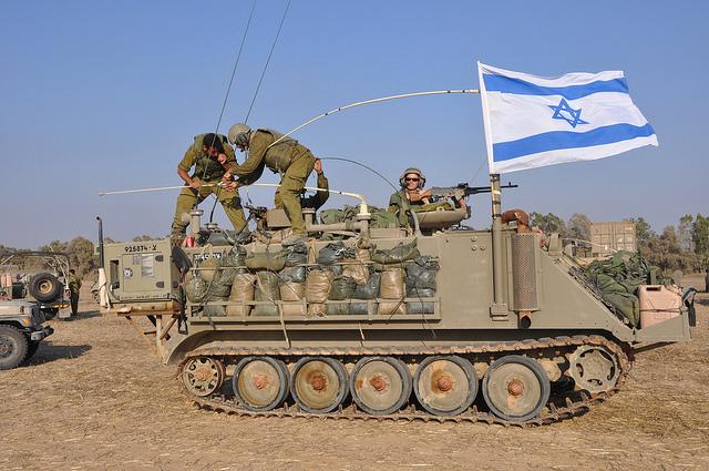 Tsahal compte environ 161 000 soldats, mais peut mobiliser 425 000 réservistes. L'armée israélienne a fait appel à 86 000 réservistes lors de l'opération « Bordure protectrice », enclenchée le 8 juillet 2014.