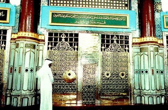 La destruction de la tombe du Prophète à Médine sur les rails