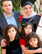Heba Qotb, son mari, médecin aussi, accompagnés de leurs trois enfants