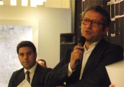 A gauche,  Patrick Klugman, l'adjoint de la maire de Paris aux relations internationales  et à droite Jamel Oubechou, le président de l'ICI.