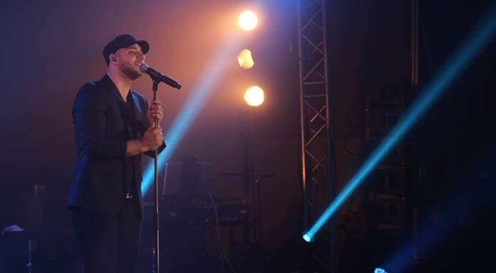 Maher Zain lors du concert  Sounds of Light, dimanche 12 octobre à Saint-Denis.