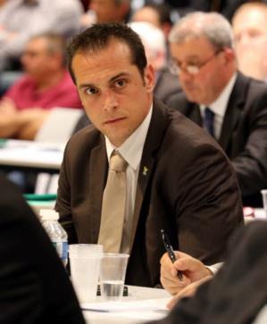 Joris Hébrard, maire FN à Pontet, voit son élection annulée par la justice sept mois après les municipales.