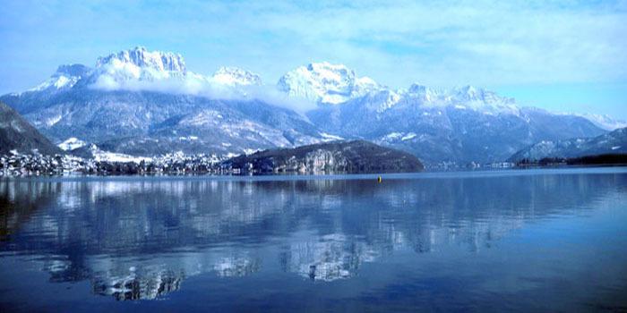 Annecy, son lac, ses montagnes... mais plus de mosquée