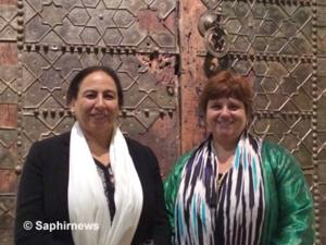 Les deux commissaires de l'exposition « Le Maroc médiéval » : Bahija Simou (à g.), directrice des Archives royales du Maroc, et Yannick Lintz, directrice du département des Arts de l'islam au musée du Louvre.