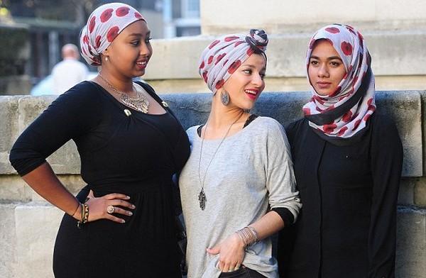 Royaume-Uni : le hijab coquelicot en signe de patriotisme