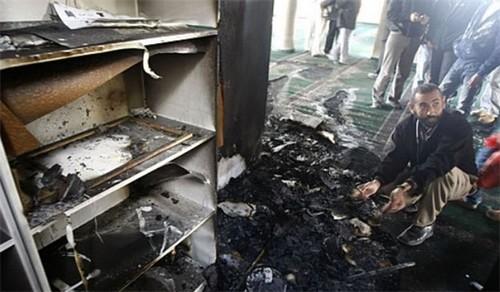 Une nouvelle mosquée de Palestine incendiée, la tension monte