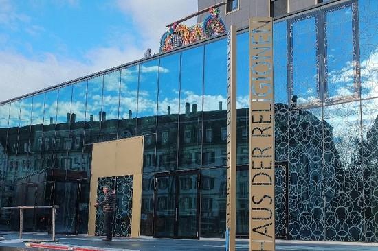 Suisse : l'inauguration en grande pompe de la Maison des religions