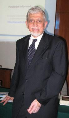 Pour Umer Chapra, conseiller à la Banque islamique de développement (BID), « il ne suffit pas de réformer le système financier, il faut aussi réformer l'être humain et les institutions socio-économiques et politiques ».
