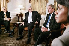 Mahmoud Abbas et George Bush (au centre)