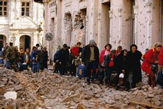 Les habitants fuient la ville de Vukovar (1991)