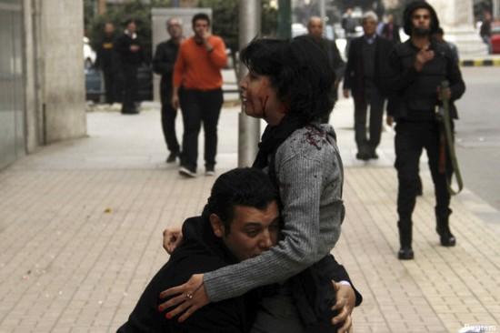 Shaïmaa al-Sabbagh, ici photographiée avant sa mort, a été tuée avec une quinzaine de personnes après une manifestation au Caire le 24 janvier.