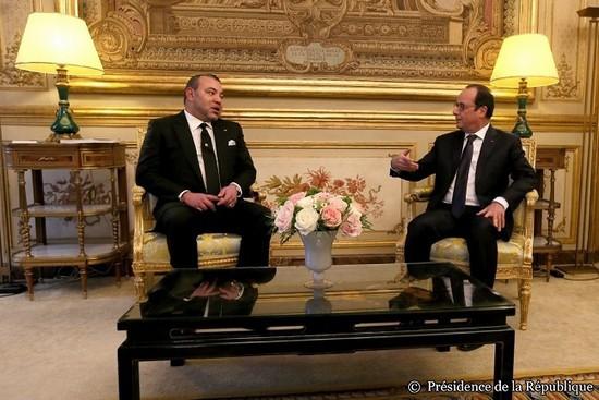 Le roi du Maroc reçu à l'Elysée après un an de relations tendues