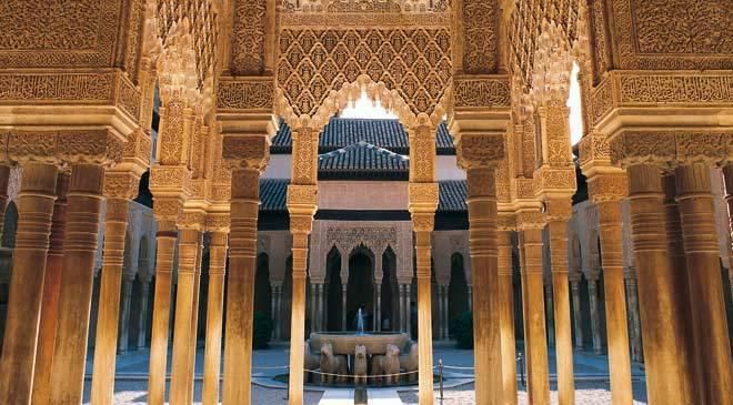 Cour des Lions, Alhambra de Grenade (© Turespaña)