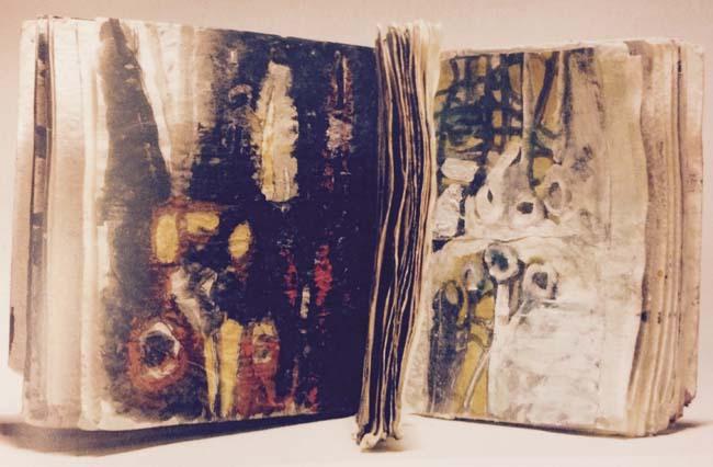 Ce No Name Book (Livre sans nom), œuvre d'Anna Boghiguian (1995), est un cahier de feuilles de papier ‒ les uns opaques, les autres transparentes ‒, matériau fabriqué par les enfants qui vivent sur la décharge de Muqattam, au Caire. Ciseaux et clous évoquent la souffrance et la passion du Christ. Le livre a été réalisé en hommage aux victimes de l'attentat de 1993 à la station de RER Saint-Michel, à Paris, et s'intègre dans un travail où vingt copies sont dédiées aux cinq continents, celui-ci étant associé à l'Egypte.