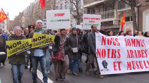 Une manifestation contre l'islamophobie organisée à Lille a rassemblé environ 200 personnes le 28 février.