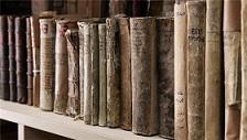 Des livres de la bibliothèque de Mossoul.