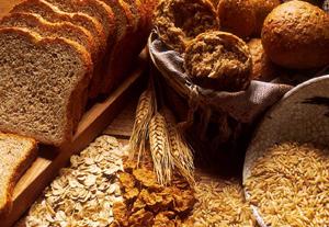 Misez sur les produits frais, de préférence bio, à base de céréales complètes (et non raffinées) et évitez les produits industriels tout préparés.