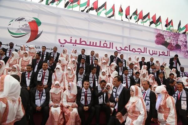 Un mariage collectif réunit 400 couples à Gaza
