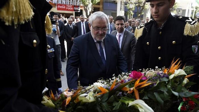 Le secrétaire d'État français chargé des anciens combattants, Jean-Marc Todeschini, a rendu un hommage historique aux victimes algériennes des massacres commises le 8 mai 1945. © AFP